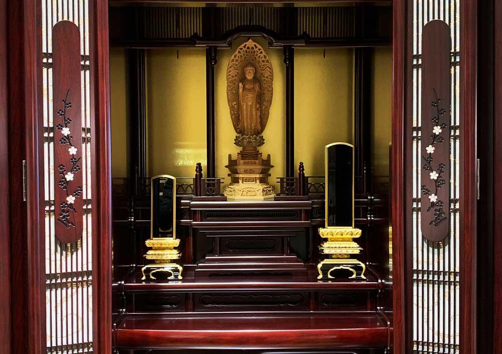 大きな仏壇の場合の位牌の置き方